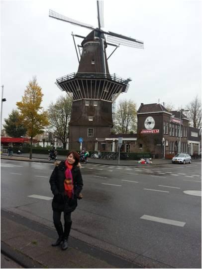 Irma sedang traveling di Belanda