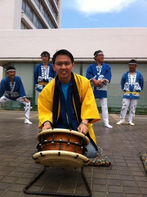Ivan Mencoba alat musik tradisional Jepang di Chiba