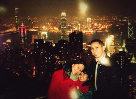 Riri Hassan bersama Suami dan anaknya di Peak Hongkong