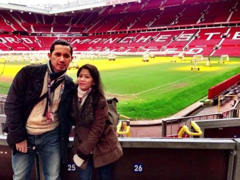 Riri Hassan dan Suami di Old Trafford Stadium Manchester United, manchester UK