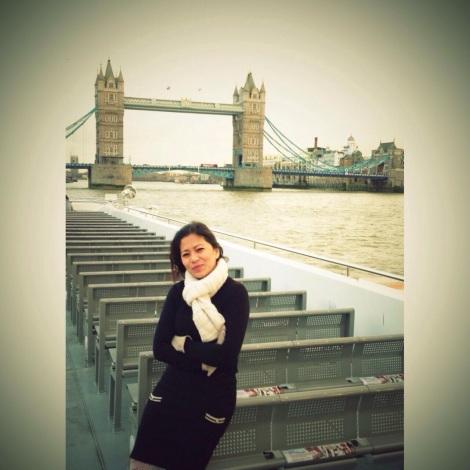 Riri Hassan di LOndon Bridge, London UK