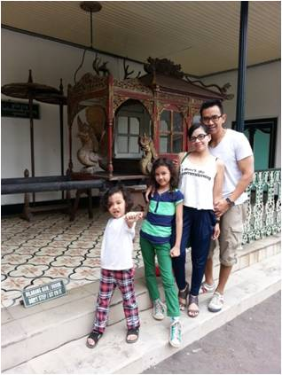 Irma sedang berlibur bersama keluarga di Jogja