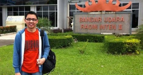 Ivan sedang travelling di Lampung, Indonesia