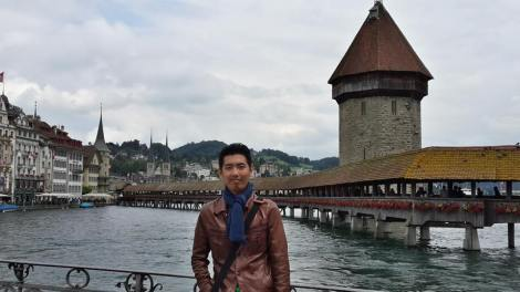 Ronald sedang di Lucerne, Switzerland