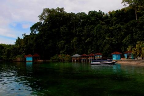 Gerbang desa di Pulau Karangpuang Mamuju, Sulbar