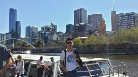 Ronald sedang di Melbourne, Australia