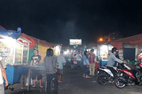 Area makan di pinggir Pantai Falajawa Ternate