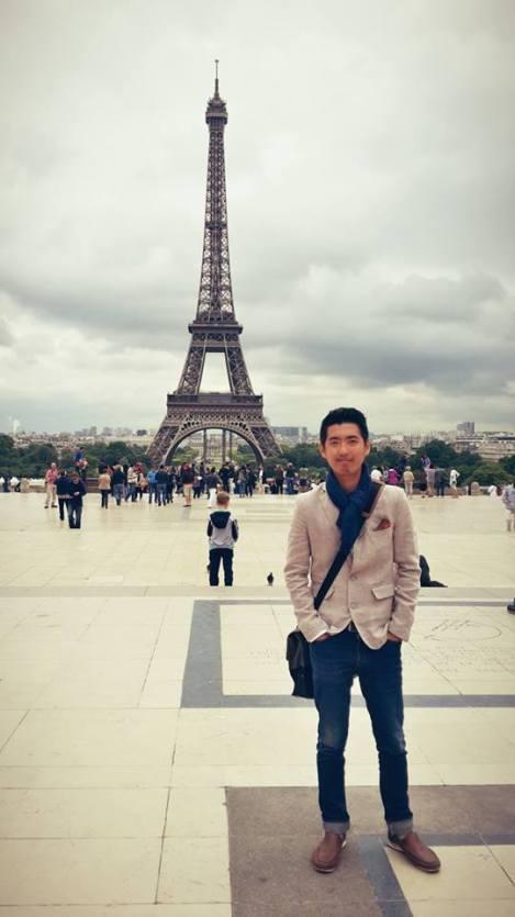 Ronald sedang di Paris, Perancis