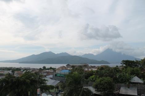 Gunung Gamalama dan Pulau Maitara yg ada di uang 1000 rupiah
