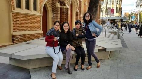 Vita dan rekan kerjanya di Perth.