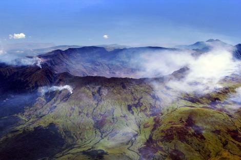 Pemerintah Provinsi Nusa Tenggara Barat (NTB) akan menggelar acara Tambora Menyapa Dunia yang puncaknya diselenggarakan pada 10 April 2015. Beragam pertunjukan budaya akan disajikan untuk mengenang 200 tahun letusan Gunung Tambora.