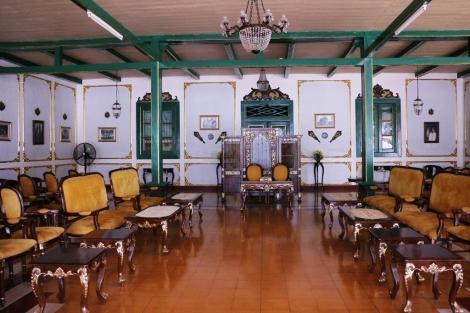 Istana Kacirebonan, Pendopo utama untuk menerima tamu dan wisatawan dapat duduk dilantai yang dingin ini