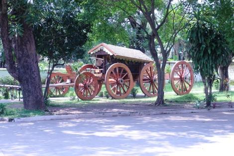 Kereta Kuda di halaman Istana Kasepuhan Cirebon