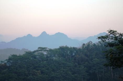 Sleeping Budha dari bukit Setumbu