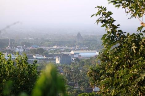 Kota Jogjakarta terlihat dari Istana ratu Boko