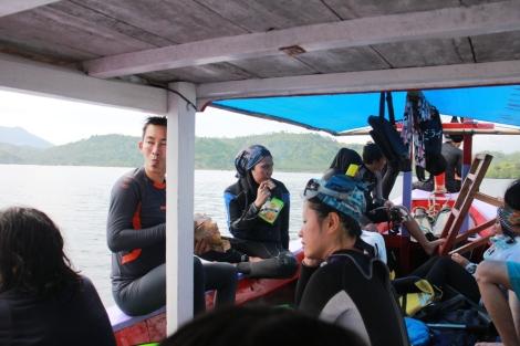 Istirahat sambil menikmati Hatari Biskuit setelah menikmati alam bawah laut Pahawang Lampung