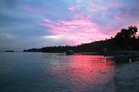 Berburu Sunrise di Pulau Pahawang Lampung