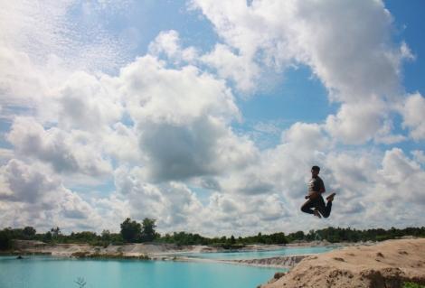 Bekas tambang kaolin yang juga dijadikan menjadi danau wisata